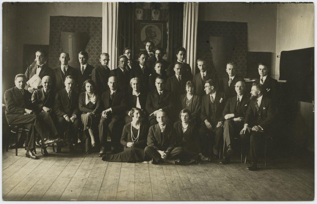 PIRR 1932 – Grupa w sali