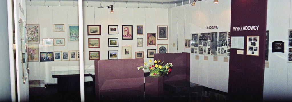 Wystawa prezentuje wybrane prace nauczycieli i absolwentów PIRR