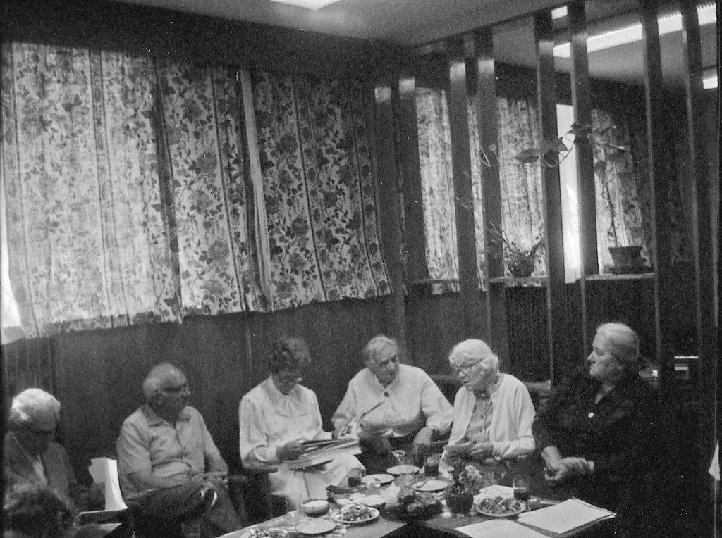 Pani Krystyna (pierwsza od prawej) w Klubie Osiedlowym